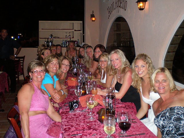 It doesn't matter if you are going on a honeymoon dinner or going for a  birthday party with 12 people, Casanova's caters to both types of parties.